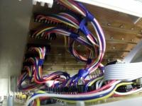 LED kostka 8x8x8 - PCB umístěná do krabice